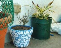 Vasos feitos por mim (o azul com azulejos é hoje o suporte da fonte do charco aqui na Quinta da Urze